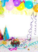Festa de aniversário de crianças com bolo de chocolate — Foto Stock