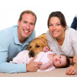 Baby mother and father happy family and dog - 图库照片