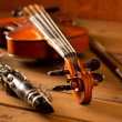 Classic music violin and clarinet in vintage wood - Stockfoto