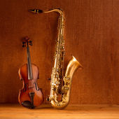 Classic music Sax tenor saxophone violin in vintage — Stock Photo