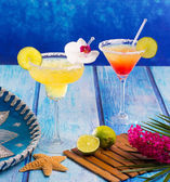 Cocktails Margarita and sex on the beach in Caribbean Mexico — Stock Photo