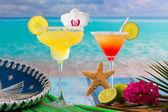Cocktails Margarita and sex on the beach on blue CaribbeanCockta — Stock Photo
