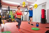 Grupo bar crossfit para levantamento de peso de ginásio de fitness — Foto Stock
