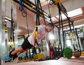 Crossfit fitness TRX push ups man workout — Foto de Stock