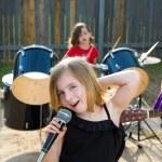 Chidren singer girl singing playing live band in backyard — Stock Photo #26187917
