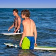 Boy teen surfer holding surfboard in the beach — Stock Photo