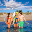 Happy teen surfers talking on beach shore — Stock Photo