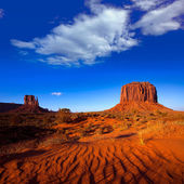 Monument Valley West Mitten and Merrick Butte desert sand dunes — Stock Photo