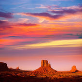 Monument Valley West Mitten and Merrick Butte sunset — Stock Photo
