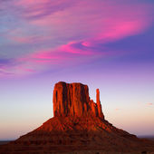 Monument Valley West Mitten at sunset sky — Stock Photo
