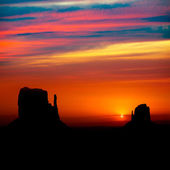 Sunrise at Monument Valley West and East Mittens Butte — Stock Photo