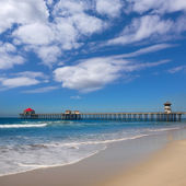 Huntington beach Pier Surf City USA with lifeguard tower — Stock Photo