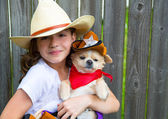 Beautiful cowboy kid girl holding chihuahua with sheriff hat — Стоковое фото