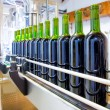 Red wine in bottling machine at winery — Stock Photo