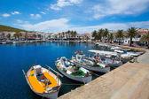Puerto de fornells en menorca marina barcos baleares — Foto de Stock