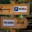 Menorca track sign to go Macarella or Cala Galdana — Stock Photo