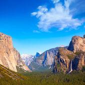 Yosemite el Capitan and Half Dome in California — Stock Photo
