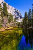 Yosemite Merced River and el Capitan in California — Stock Photo