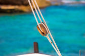 Boat classic pulley from sailboat in Mediterranean — Stockfoto