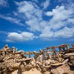 каменные фигуры на берегу пляжа illetes Beach в Форментера — Стоковое фото #36053687