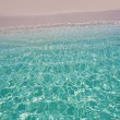 Beautiful transparent shore beach — ストック写真