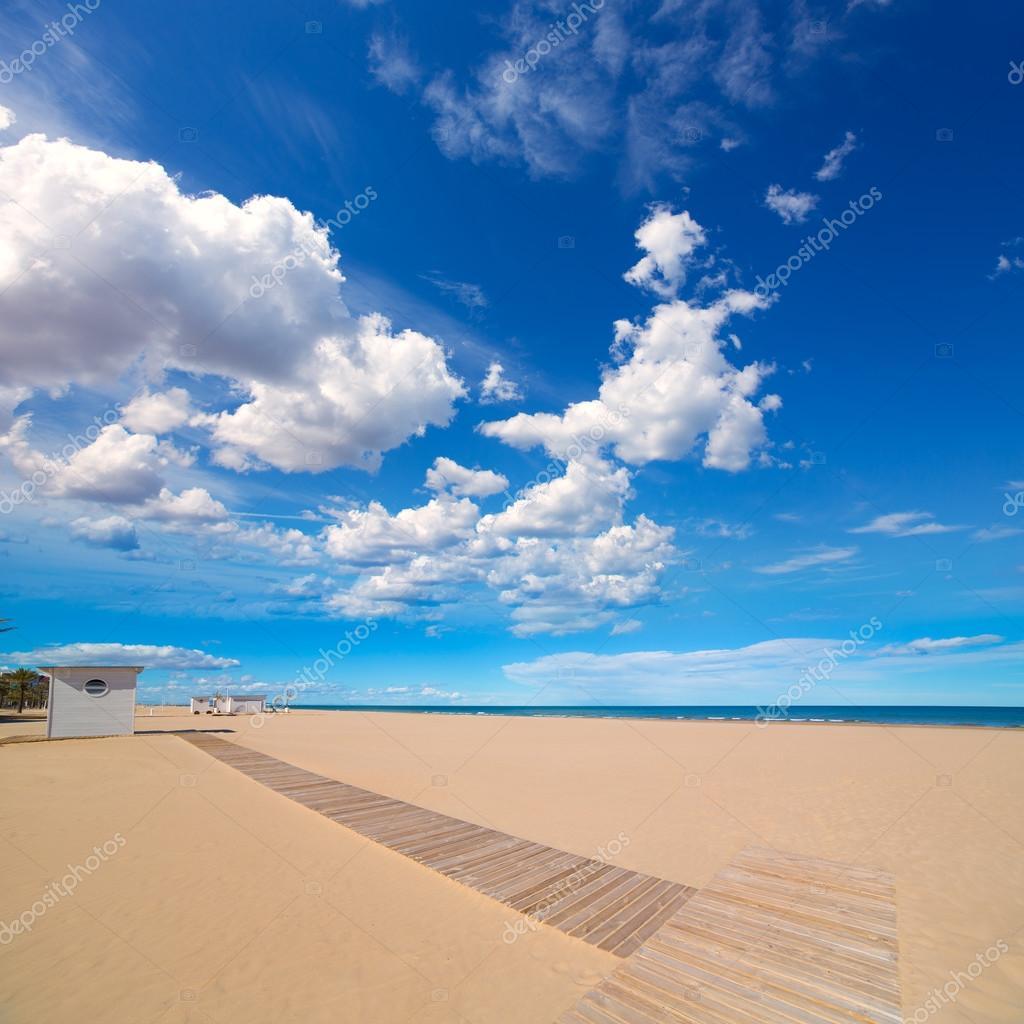 Gandia playa de arena en el mar mediterr neo de espa a for Arena de playa precio