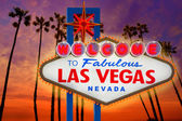 Welcome Fabulous Las Vegas sign sunset palm trees Nevada — Stock Photo