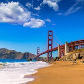 San francisco golden gate bridge marshall beach in california — Foto Stock