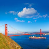San Francisco Golden Gate Bridge merchant ship in California — Stock Photo