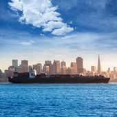 San francisco Skyline with merchant ship cruising bay at Califor — Stock Photo