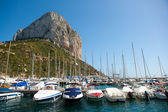 Calpe Alicante marina boats with Penon de Ifach — Stock Photo