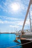 Moraira marina alicante ve Středozemním moři — Stock fotografie
