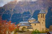 Torla kościoła w pirenejach obiekte w hiszpanii huesca w aragonii — Zdjęcie stockowe