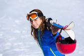 Dziecko dziewczynka zima śnieg sprzęt narciarski — Zdjęcie stockowe