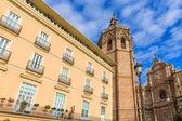 Katedra w walencji i miguelete w plaza de la reina — Zdjęcie stockowe