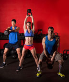 Kettlebell swing workout training group at gym — Foto de Stock