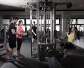 Cable pulley system gym workout fitness people — Stock fotografie