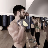 Dumbbell weightlifting man women group at mirror — Stock Photo