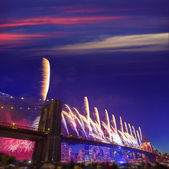New York July 4 th Brooklyn bridge fireworks 2014 — Stock Photo