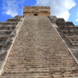 Chichen Itza Mayan Kukulcan pyramid in Mexico — Stock Photo #5282859