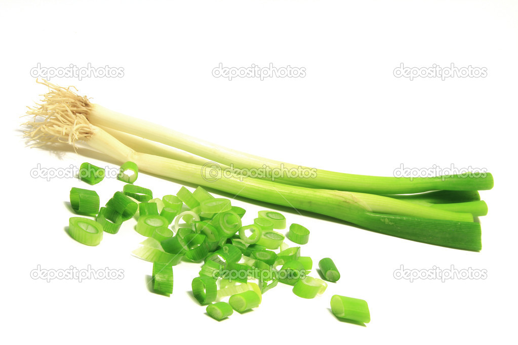 Bunch of spring onions with sliced shallots against a white background (Allium fistulosum) — Stock Photo #14739309