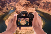 Photographer taking pictures of the Horseshoe bend — Stock Photo