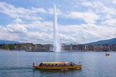 "The water fountain "" jet d'eau "" symbol of geneva switzerland — Stock Photo"
