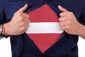 Młodzi fani sportowi otwarcie jego koszula i wyświetlane bandery jego liczba — Zdjęcie stockowe