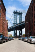 View of Manhattan bridge from Brooklyn - New York - USA — 图库照片