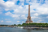 The Eiffel Tower and seine river in Paris, France — Zdjęcie stockowe