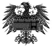 Heraldry style eagle holding a keyboard — Stock Vector