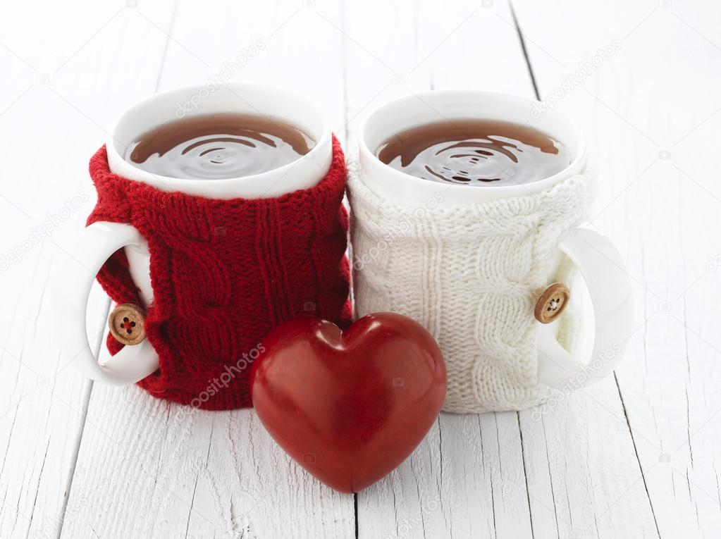 Two warm cups of tea with red and white knitted thing on it and with heart for Valentine's day — Stock Photo #17464901