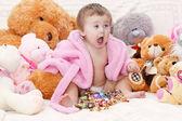 Petite fille avec des jouets — Photo