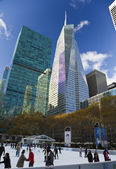 NEW YORK CITY, November 19, 2013: Bank of America Tower in Midtown nyc — Stock Photo